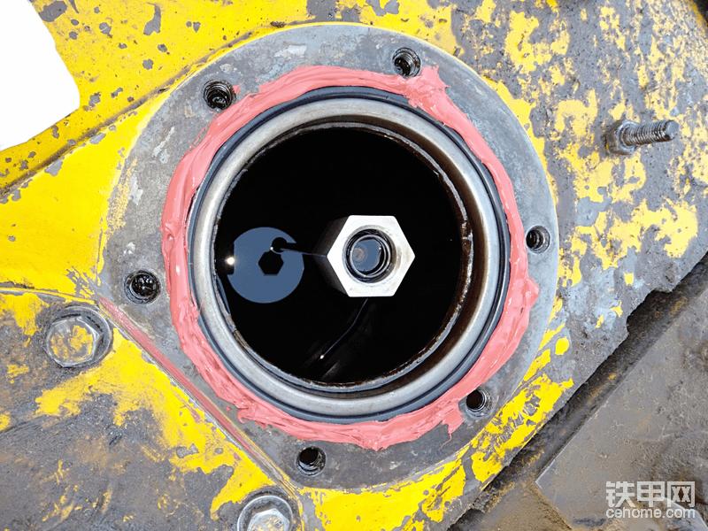 小松200/7关于液压油进油盖漏油