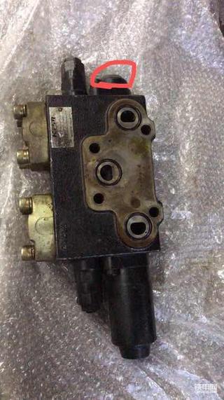 神钢Sk250lc-6E国产备用阀换原装二十备用阀