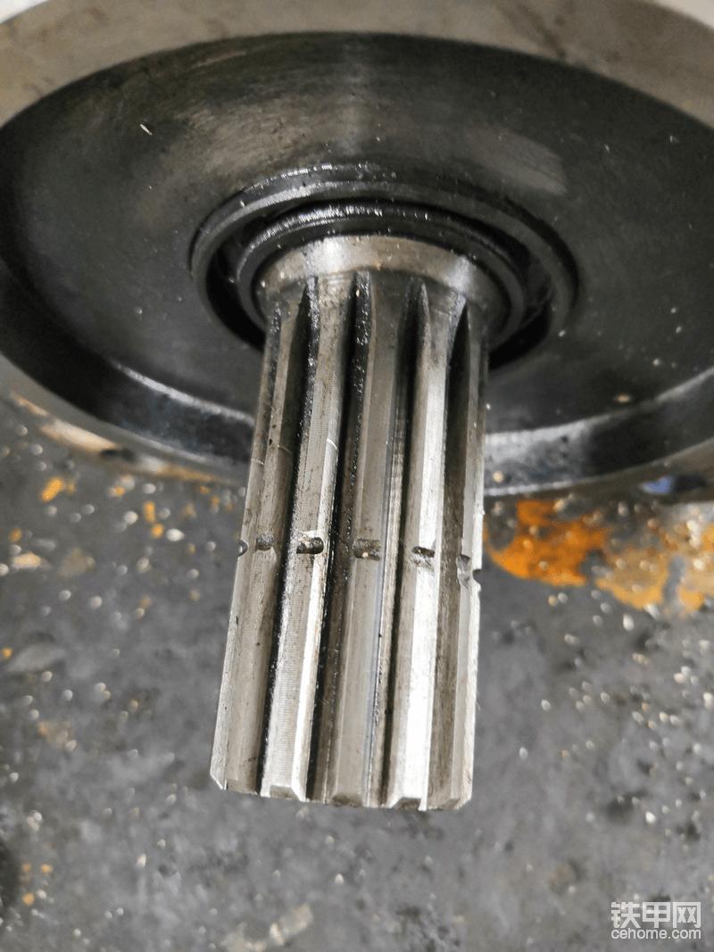 改进后工作5800小时齿轮泵花键的状态