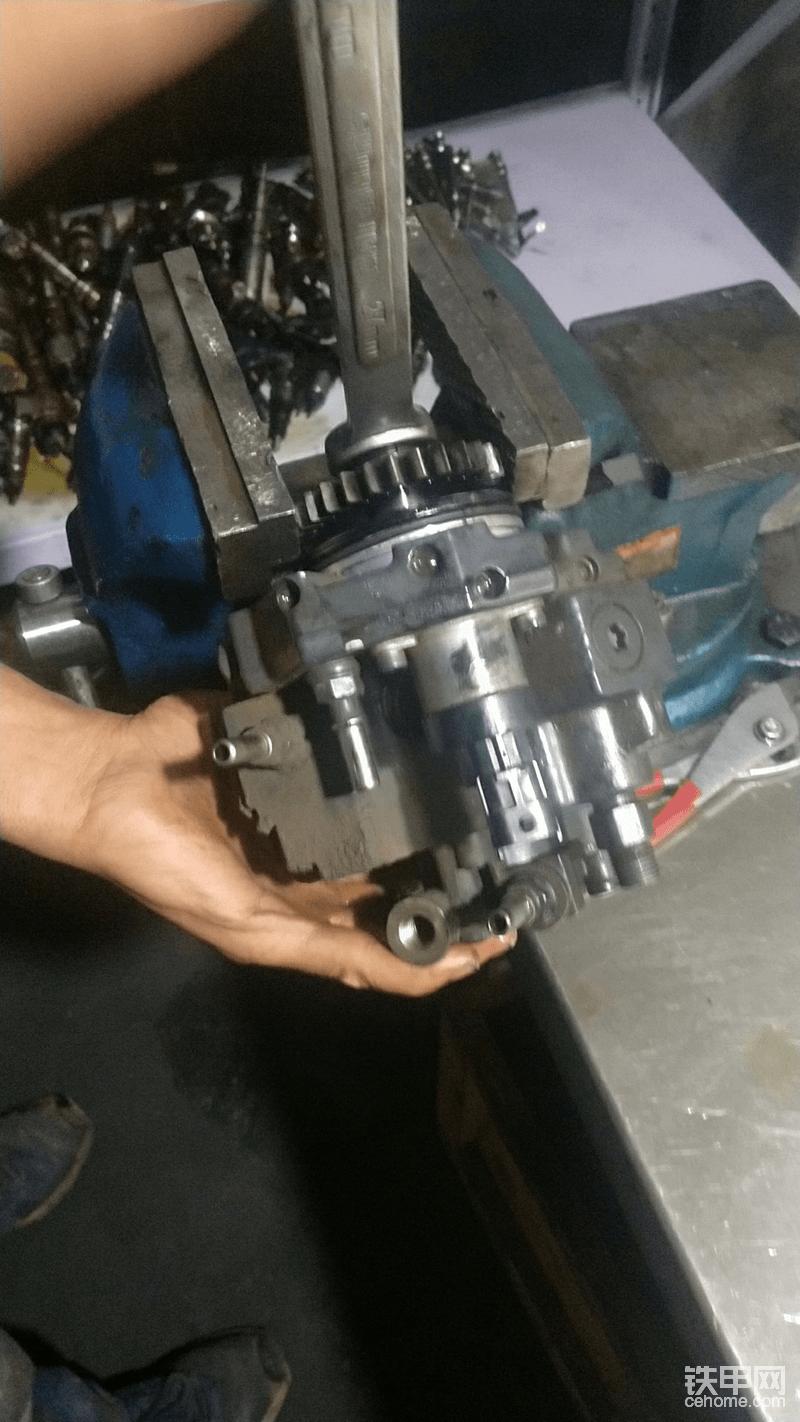 【维修记】不花1分钱!更换小松240柴油泵!-帖子图片