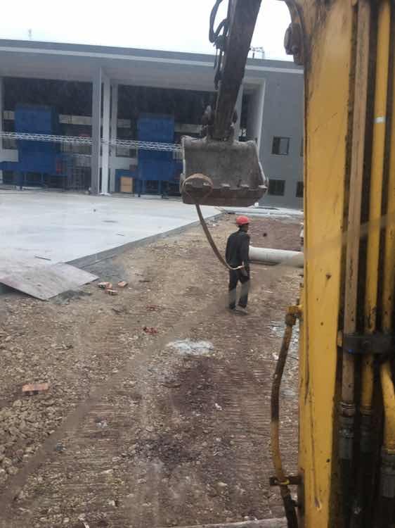 1年2月 出师单飞 修公路遇施工员刁难!