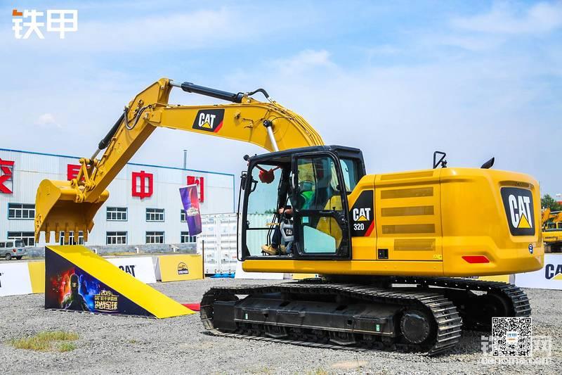 比赛使用的CAT® 320挖掘机
