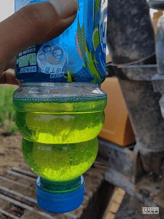 每天放水用瓶子接起来,
