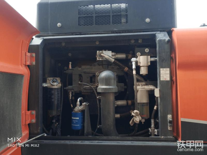 液压主泵(广东话俗称猪仔泵)以及柴油滤清器等等