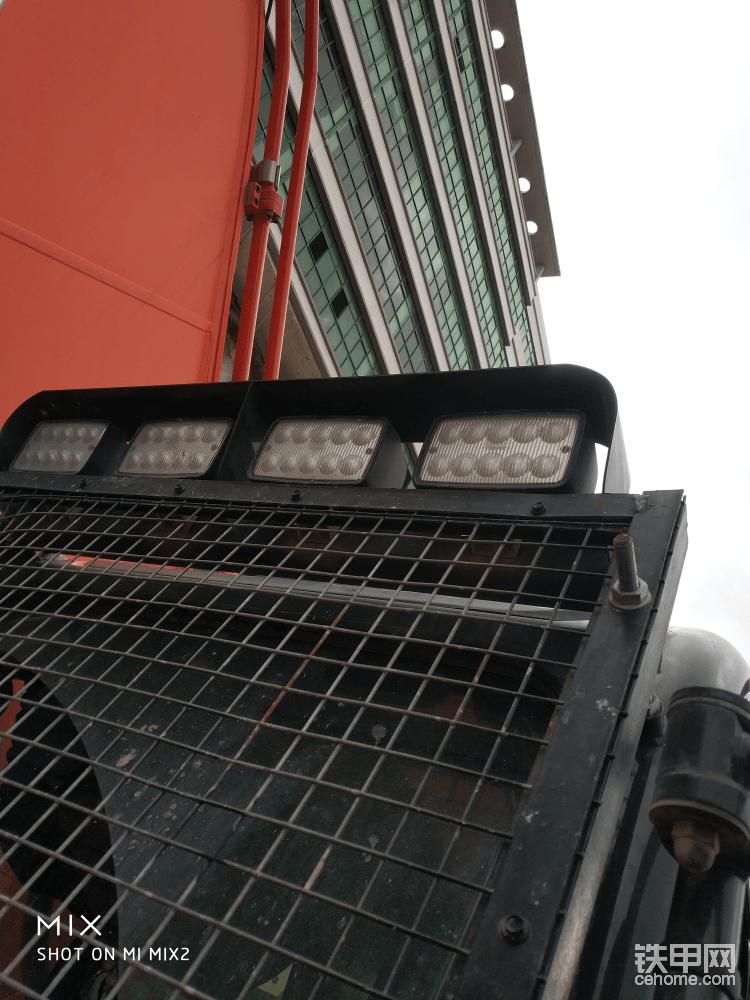 驾驶室前工作灯(LED灯)