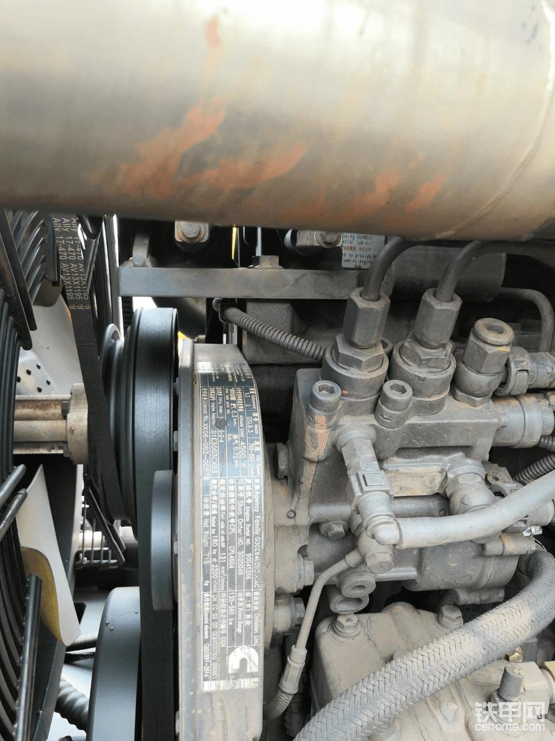 柳工870H发动机采用柳工和广西康明斯合资的9.3升电喷发动机。