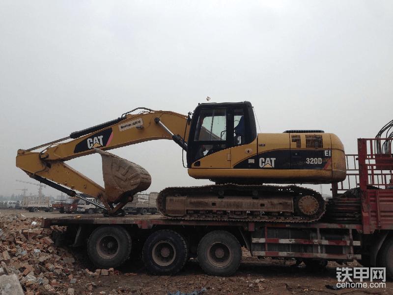 机器已从万州拉到成都停车场,准备转运西藏