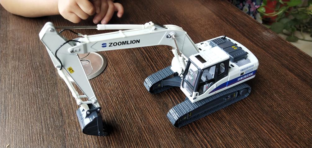 儿子的挖机模型