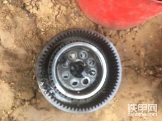 斗山150轮挖轮边减速又碎了一地