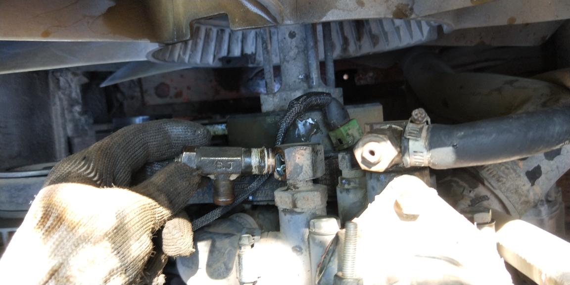 干脆把另一个暖水开关一起拆下来换生胶带
