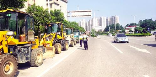以后怎么趴活?广西南宁交警开始清理违章占道停放的挖机啦!