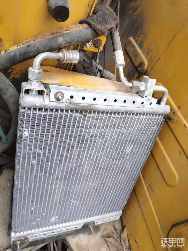 空调用的太久了,今年把整个空调系统改装了,还好改装的空调安装在原来的位置也是刚刚好,现在的制冷效果比原装的要好多了