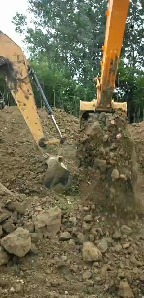 签到第三天,开挖掘机想赚钱,就买一台挖掘机