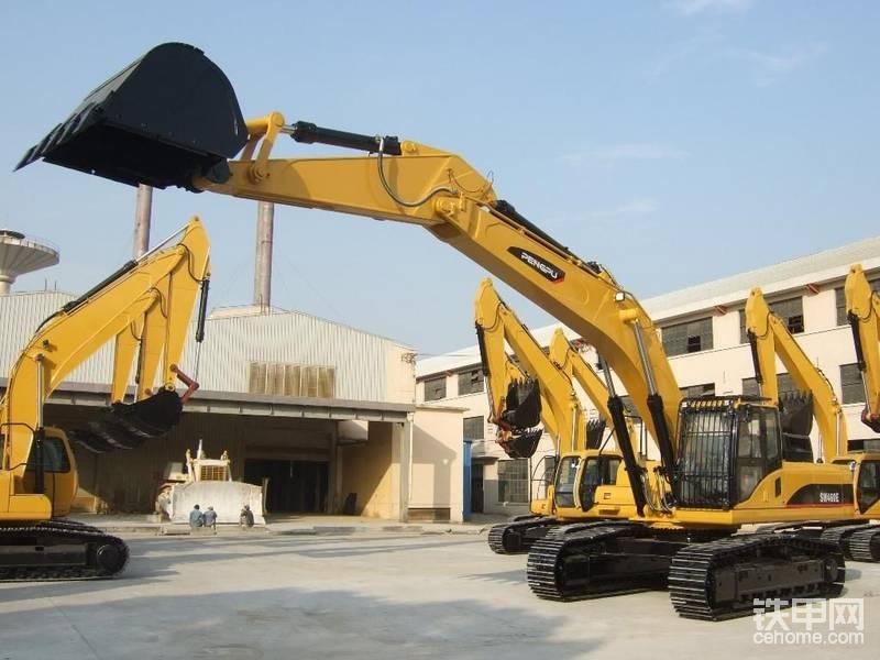 彭浦挖掘机不知道到大家有没有听说过?彭浦机器厂成立于1959年3月18日是国家机械工业部和上海市工程机械制造业的骨干企业。2004年1月,由上汽集团和电气集团对彭浦机器厂进行多元投资改制,成立上海彭浦机器厂有限公司。相比挖掘机,上海彭浦的履带式推土机更加有名。