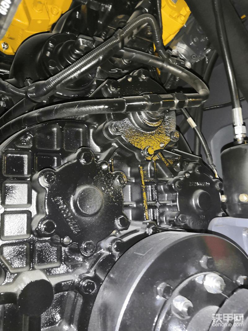 徐工自制200变速箱,横向对比采埃孚4WG200变速箱