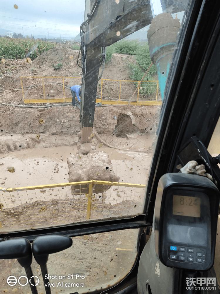 依旧是挖泥浆池。