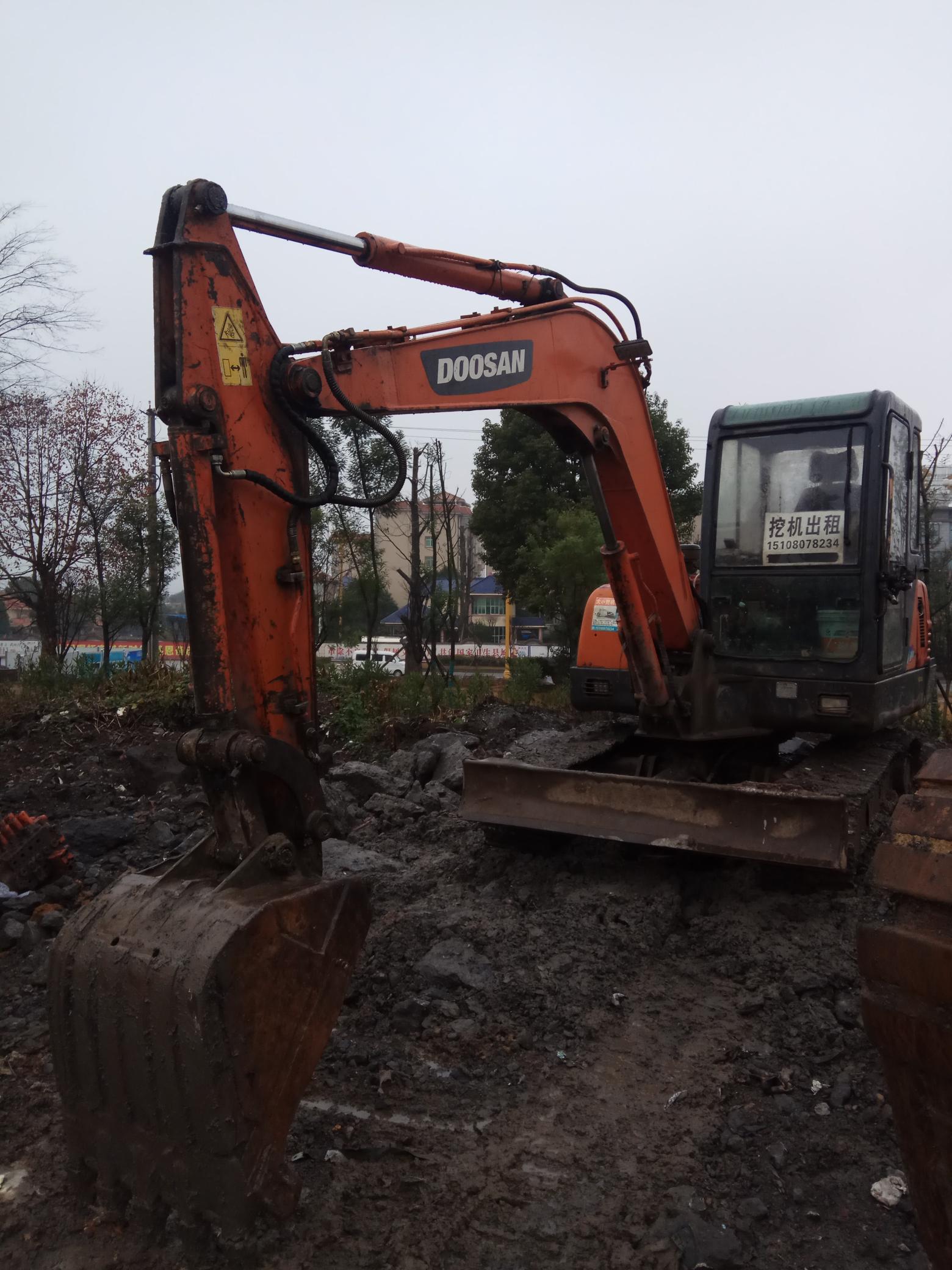 斗山55挖掘机有人要不。