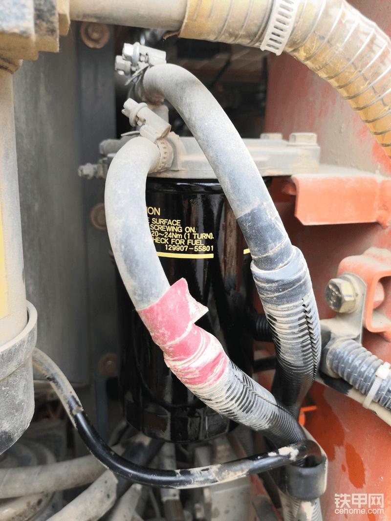 柴油主滤芯,同安装副滤一样!日立60两道柴油滤芯呵护你的发动机!500小时完全不用担心柴油的问题!