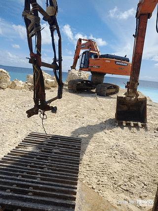 介绍高腰挖机挖航道情况