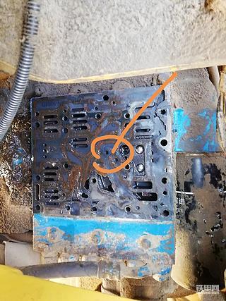 常林718-5平地机变速箱无法行走故障排除步骤