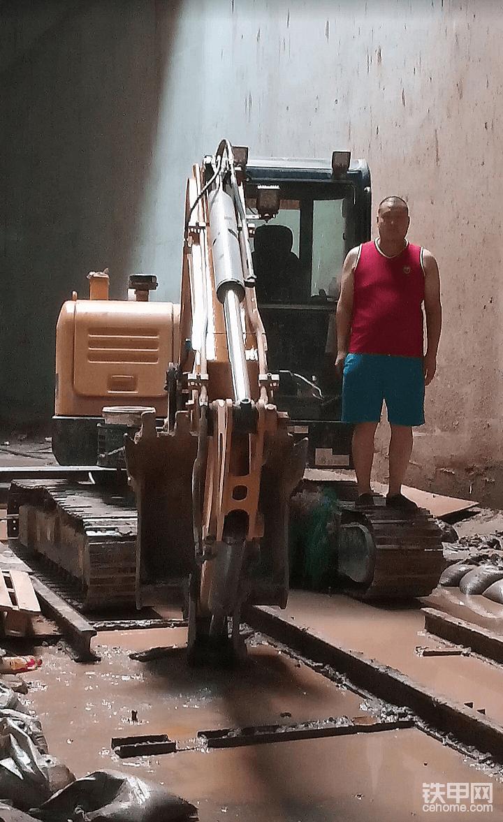 天車龍門吊惹的三一60挖機無法在地鐵站施工-帖子圖片