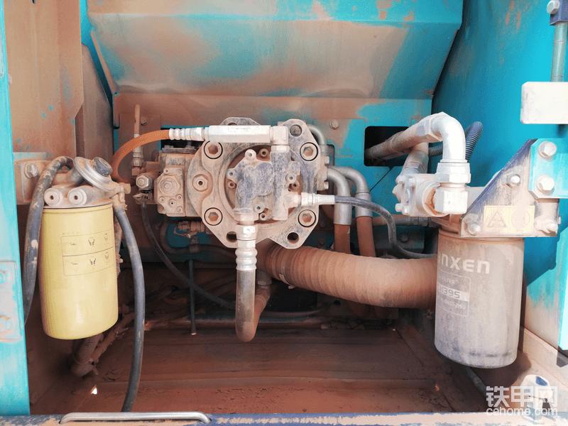 液压泵滴油不漏,今年工地不景气,都没拿到钱,所以我也没那实力给你用唐纳森滤芯了~对不起😭
