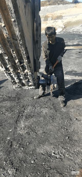 为了露天矿生产牺牲的铲斗