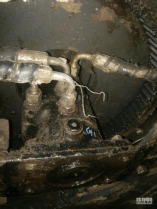 开普微挖更换中心回转接头油封分享。