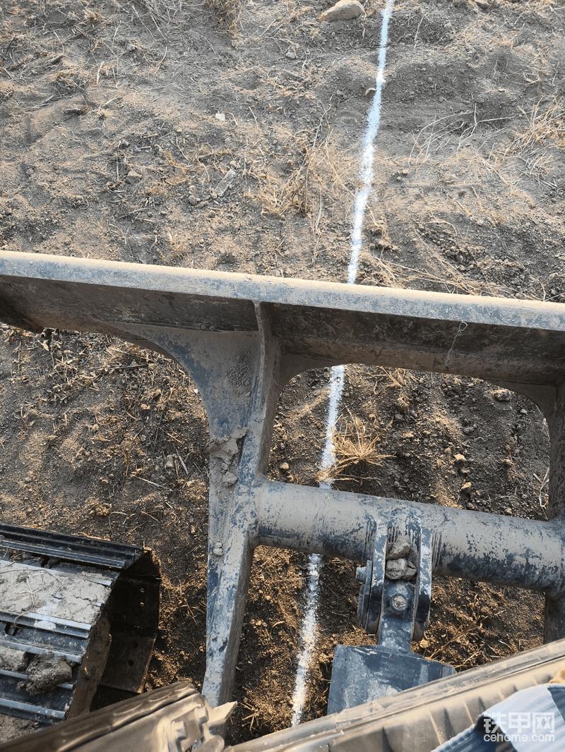 推土铲设计的很长,优缺点各有特点,主要还是如何扬长避短,用其长处!
