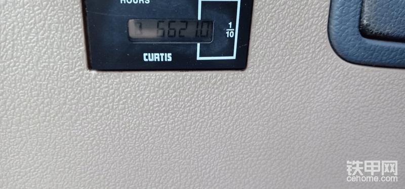 所有电路恢复正常!洗车!拉出去干活!    看看现在这驾驶室搞得怎么样