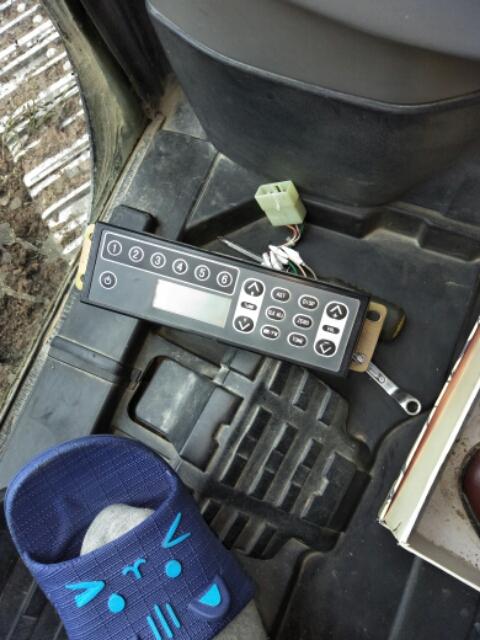 住友210挖机收音机拆解