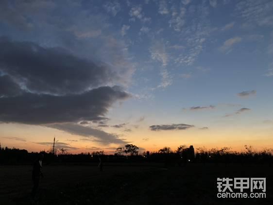 魔都郊区傍晚的天空
