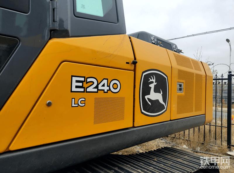 黄黑色配色机身,机身直线线条感十足,简洁明了加上硕大的小鹿标志,远远的就能分辨出品牌