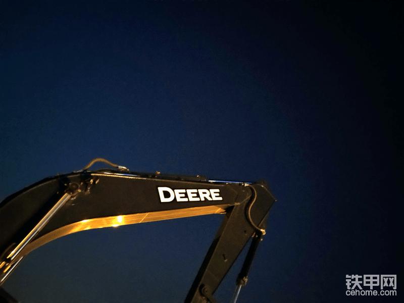 夜空中最亮的迪尔,本想拍个夜景延时,结果相机没电了,只能拍照。