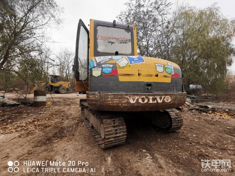 贴满铁甲车贴的沃尔沃55挖机