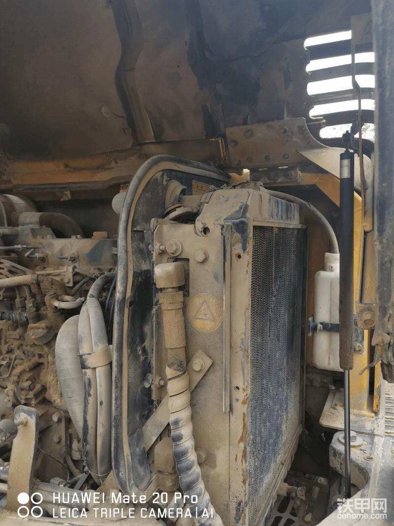 甲友说当时买这台挖机的时候,油价八块多,就是冲着沃尔沃省油才买的。