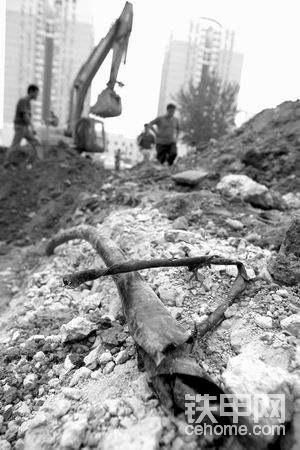 挖掘机挖断地下电线