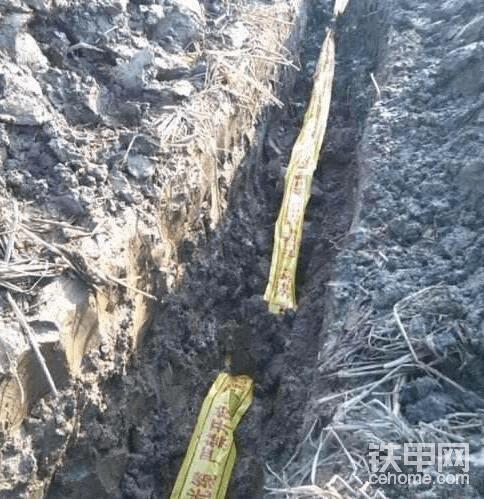 挖掘机挖断天然气管道
