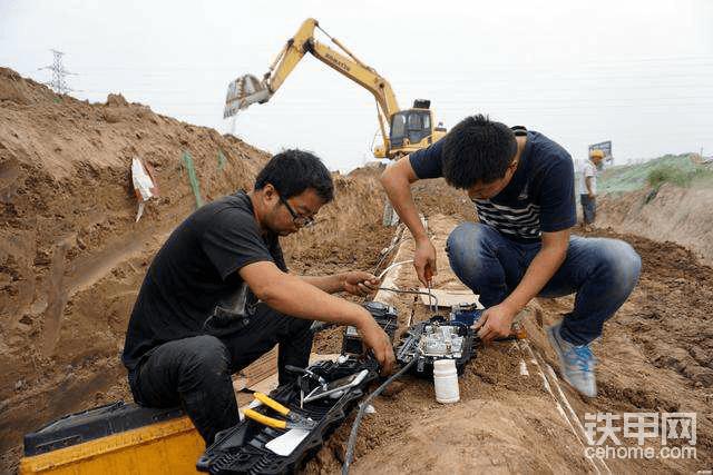 挖掘机挖断地下光缆