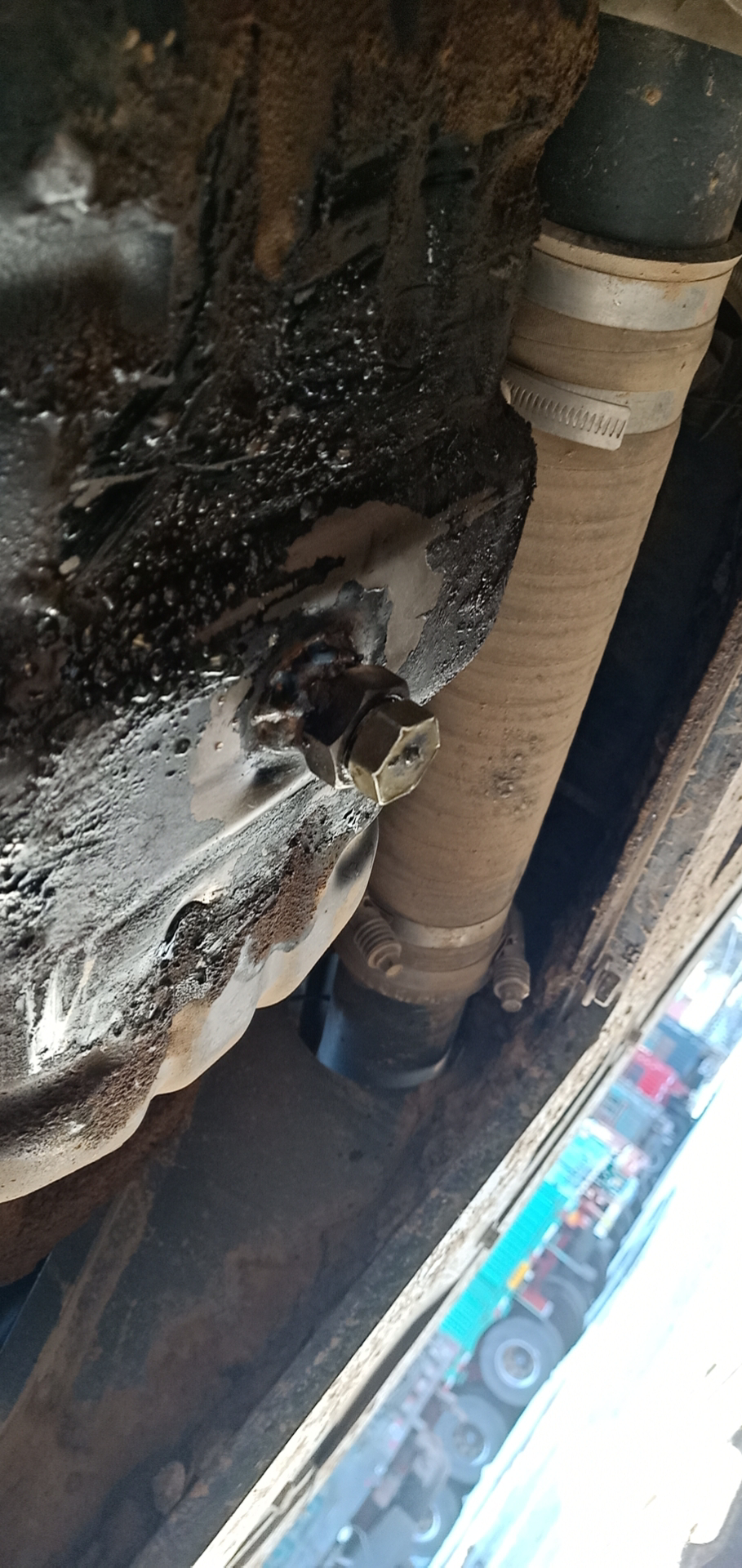 油底螺丝滑扣的处理方法。
