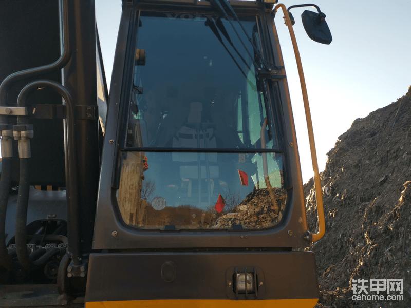 新款沃尔沃350挖机有了更加全面的安全防护,驾驶员作业更加安心