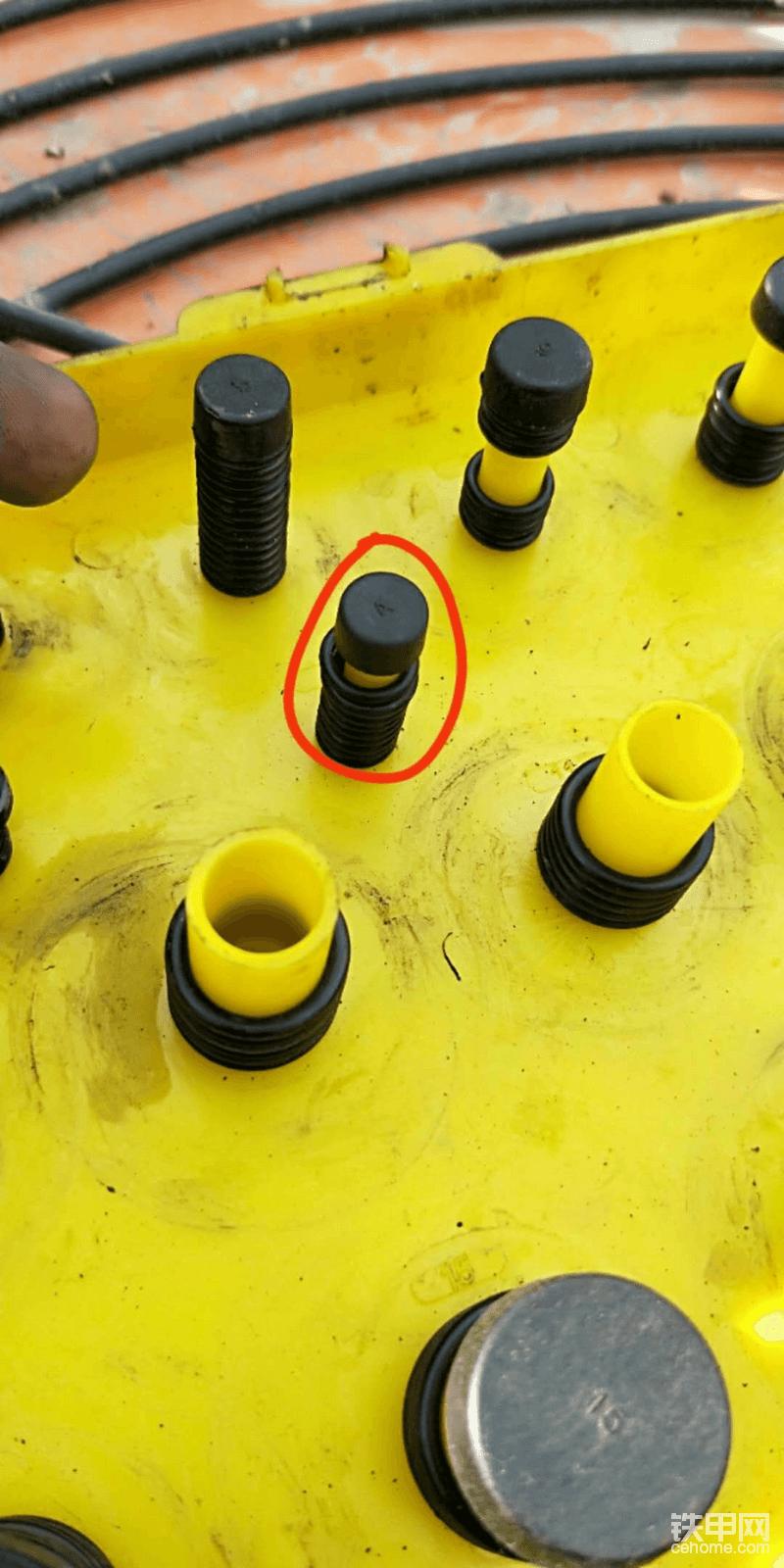 用到的就是这个规格的密封圈,要换的时候准备好就可以,比较简单准备好17、19的扳手就可以。