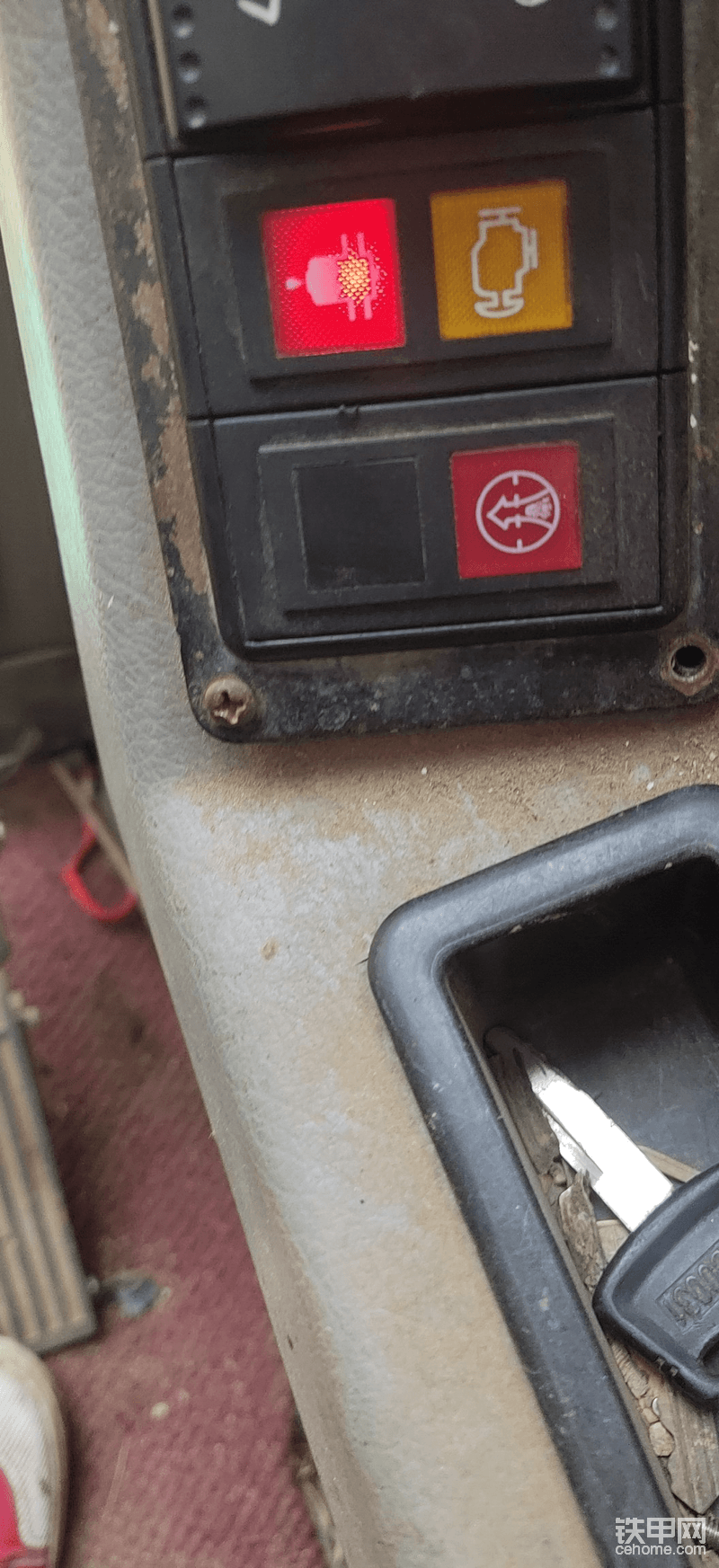 新源輪式挖掘機這個紅色指示燈亮了表示什么意思?-帖子圖片