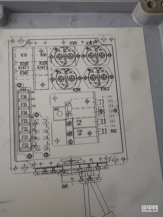 利勃海尔挖掘机924显示屏无显示无法启动