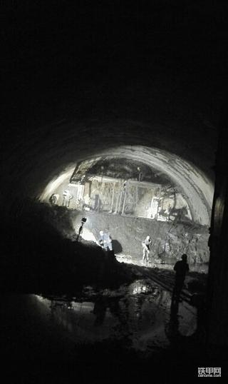 [我要涨粉]隧道作业挖机维护保养经验分享