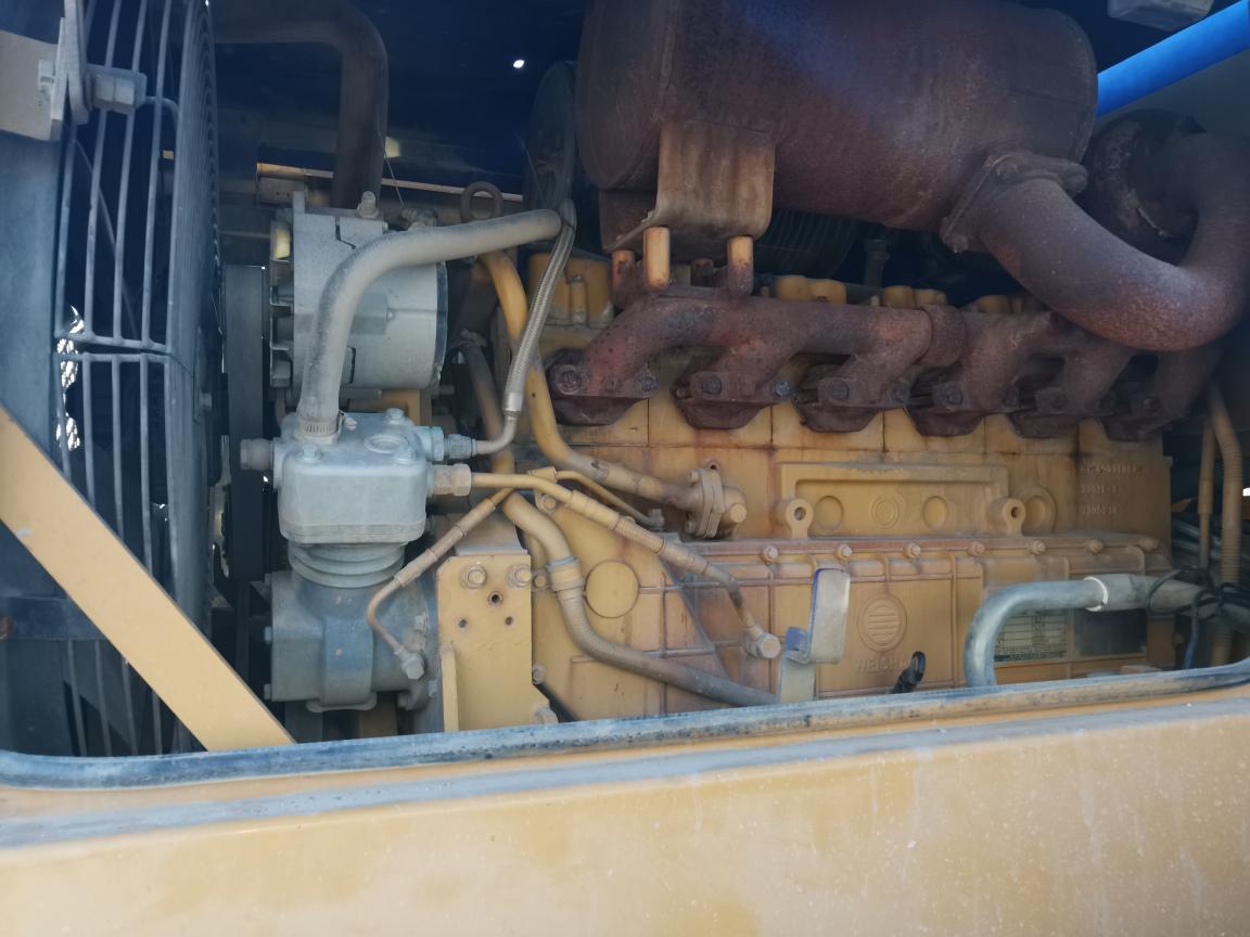 龙工装载机打气泵吃机油