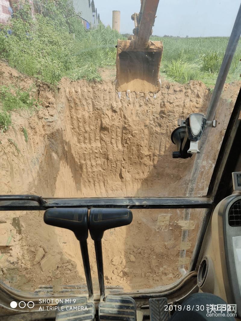 挖4个这么大的坑,3000块钱六七个小时搞定