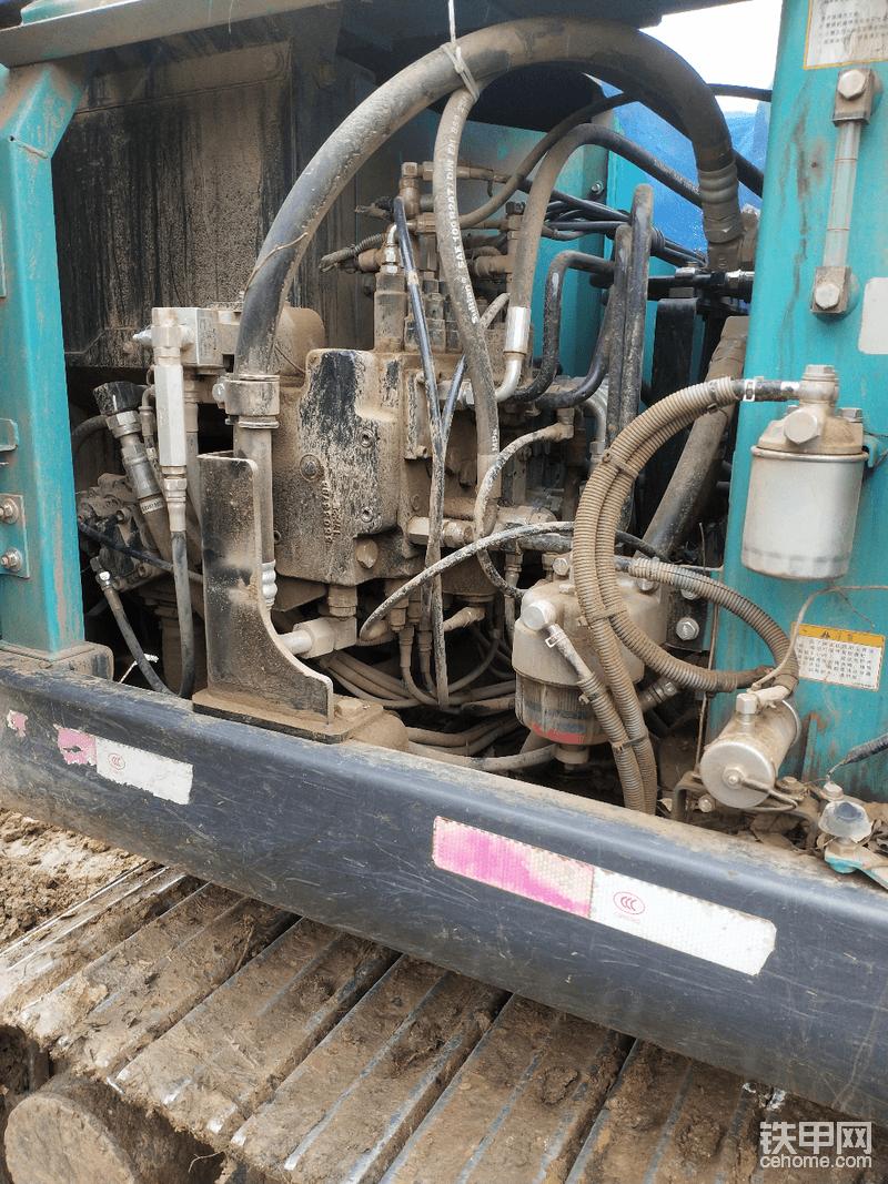 由于该夹木器了,安装管子漏点油加上灰尘看着好脏
