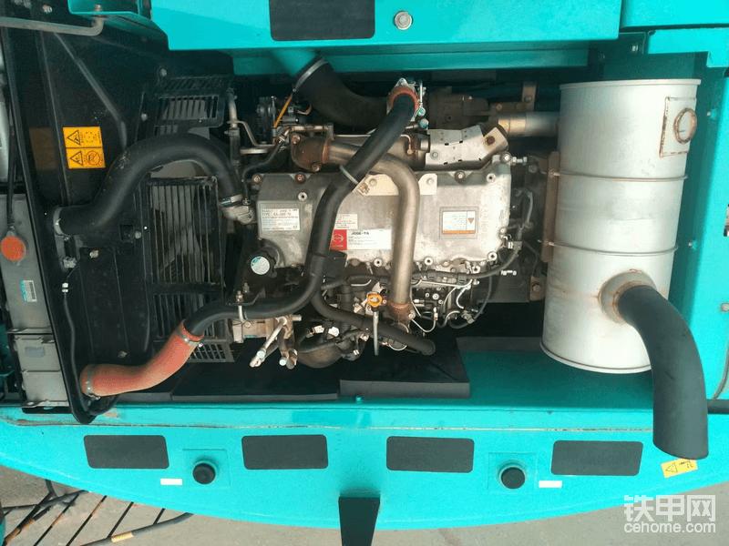 发动机看起来比较新,且螺丝没有扭痕