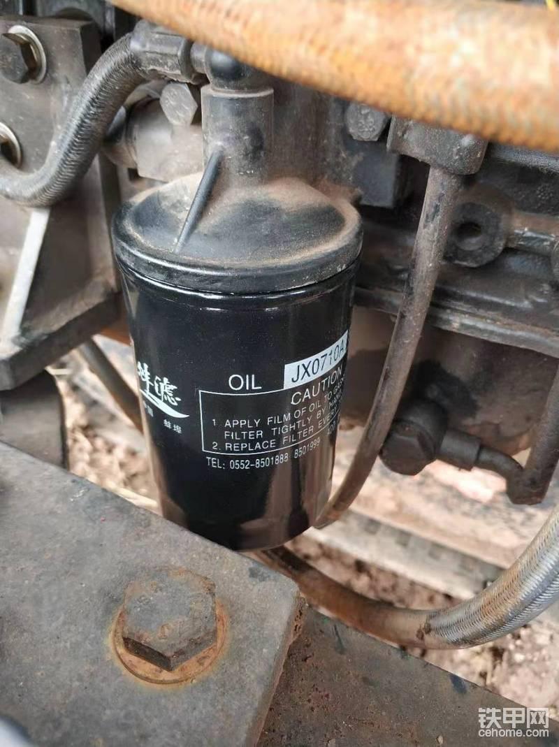 放油的同时,顺便把机滤一起拆了,有了上面那个工具拆滤芯还是很快的。